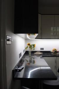 new kitchen with granite worktops 4